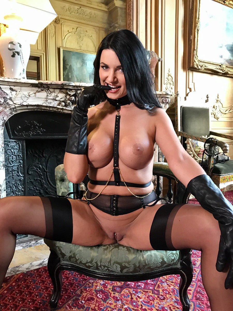 [Image: Ania-Kinski-topless-naked-nude_13.jpg]