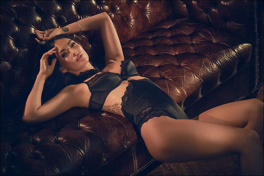 [Image: Megan-Fox-lingerie_5.jpg]