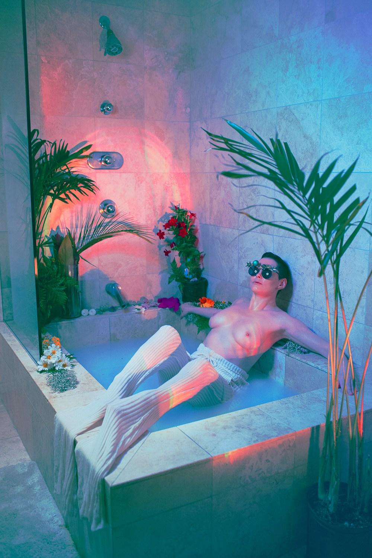 [Image: Rose-McGowan-topless_2.jpg]