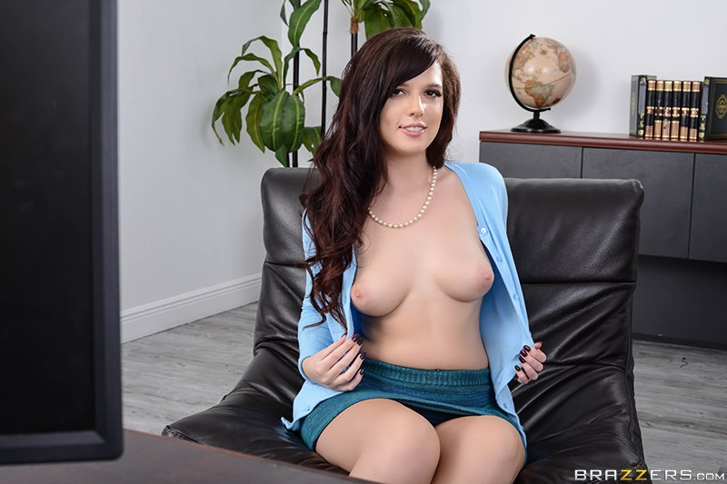 [Image: Scarlett-Mae-topless-naked-nude_2.jpg]